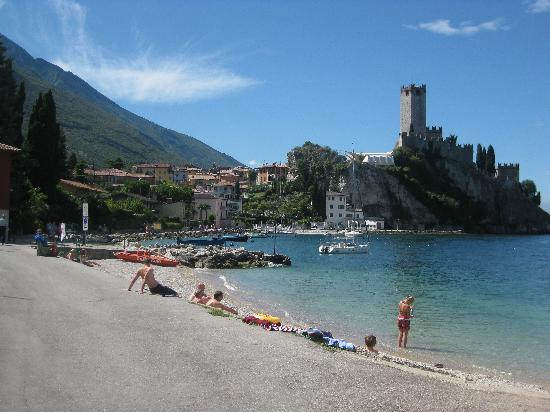 Hotel Garni Ischia: lake garda and castle