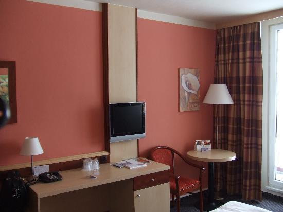 Harrachov, República Checa: Ein Blick ins kleine gemütliche Zimmer
