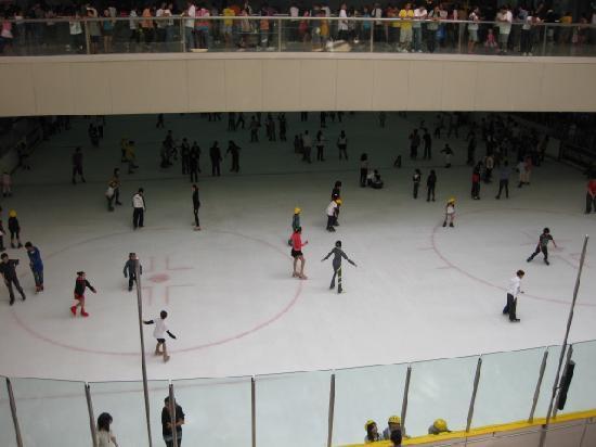 SM Mall of Asia: スケート場もあります