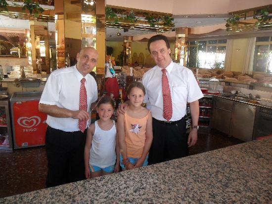 Hotel & Spa Beverly Park: 2 serveurs super