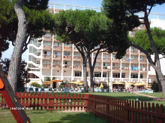 Hotel & Spa Beverly Park: le petit parc de l'hôtel avec aire pour les enfants
