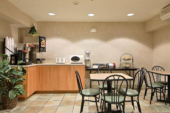 Super 8 Sacramento Airport: Breakfast Area