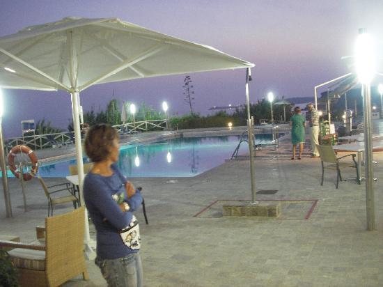 Hipotels Hotel Flamenco Conil: la piscine de nuit