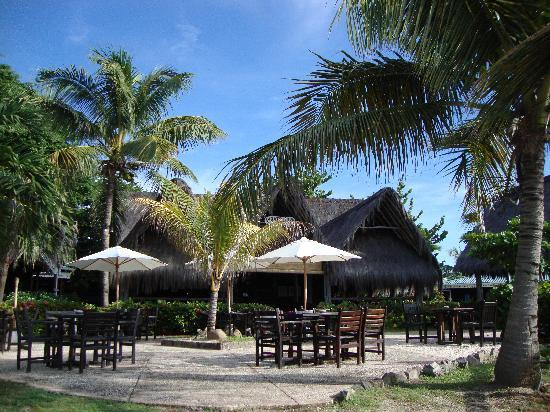 Tamarind Beach Hotel & Yacht Club: Pirate Cove Bar