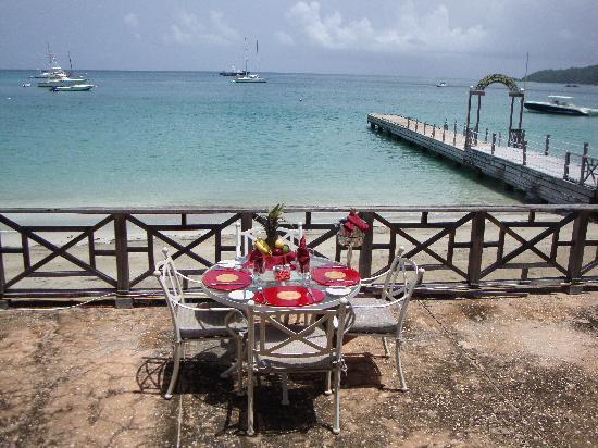 Tamarind Beach Hotel & Yacht Club: Our Table on the Sea