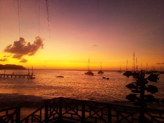 Tamarind Beach Hotel & Yacht Club: Sunset from Hotel