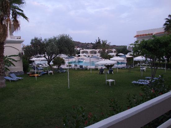 Niriides Hotel: Pool area