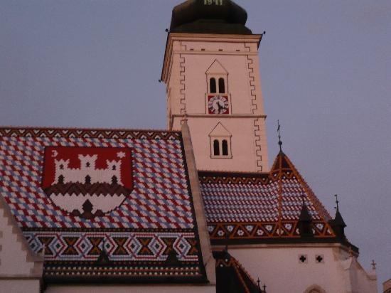 Zagreb, Kroatië: Kirche mit Wappen