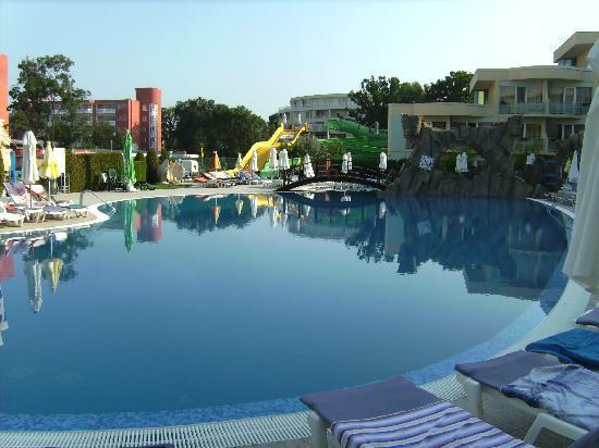 Club Calimera Sunny Beach: Pool Hotel Zvete und Rutschen