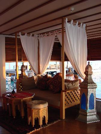 Four Seasons Resort Maldives at Landaa Giraavaru: Il sunset bar marocchino