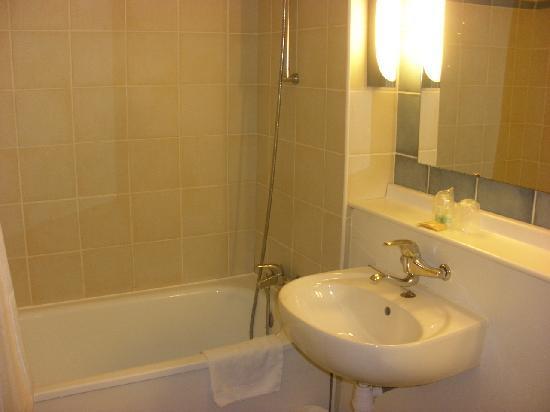 Premiere Classe Poitiers Futuroscope : salle de bain