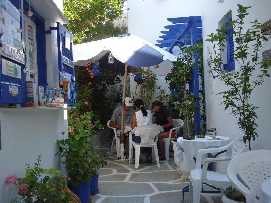 Villa Galini: May hat immer Zeit, den Gästen mit Ausflugtips zur Seite zu stehen