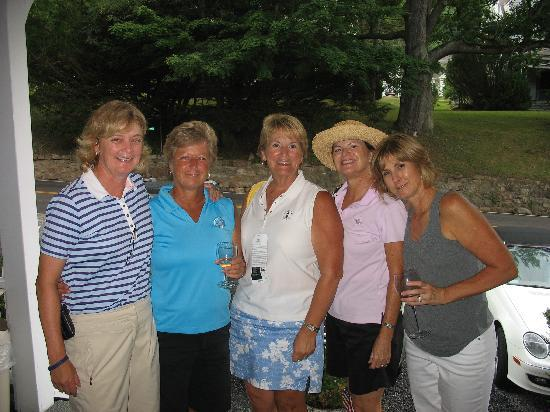 Hot Springs, Βιρτζίνια: Fellow golfers after some wine and cheese head out to dinner