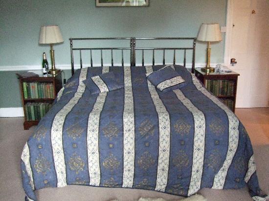 Plas Dinas Country House: BIG comfy bed