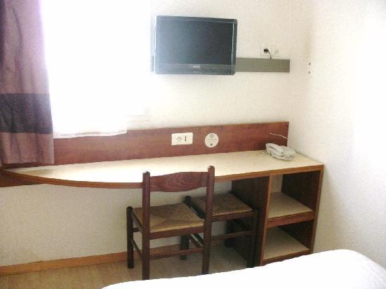 B&B Hôtel Poitiers 3 : chambre quadruple  2