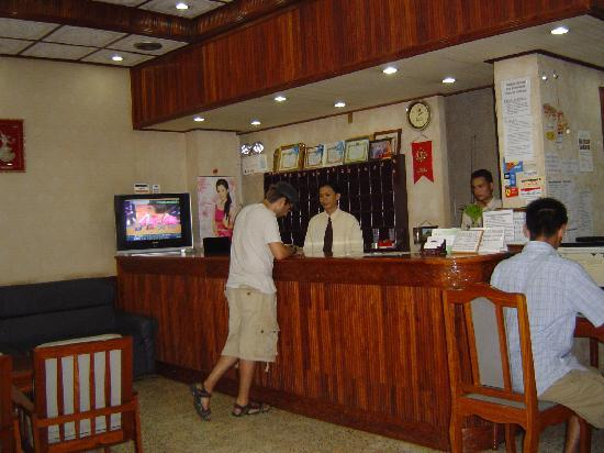 Douang Deuane Hotel: the reception