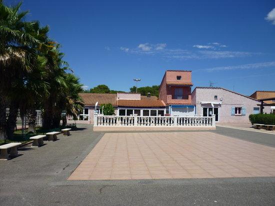 Parc Saint James Oasis Village : grande place de spectacle