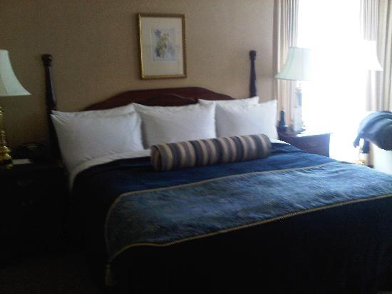Magnolia Hotel And Spa: The bed :)