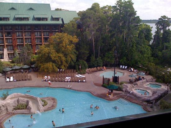 Disney's Wilderness Lodge: View of courtyard with regular pool and kiddie pool