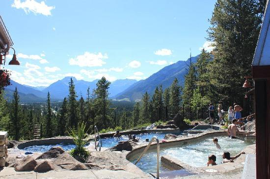 Hidden Ridge Resort: Swimming pool and hot tub area