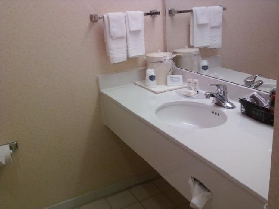 Fairfield Inn & Suites Boone: Bathroom