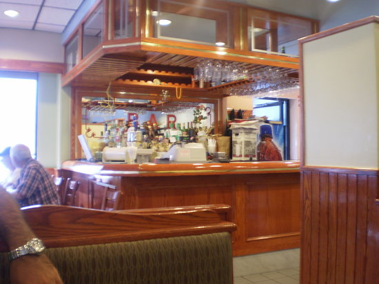 Huntingdon, Kanada: The bar of Leonidas Deli