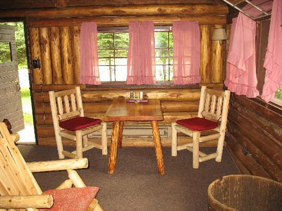 Rustic Log Cabins: The table area