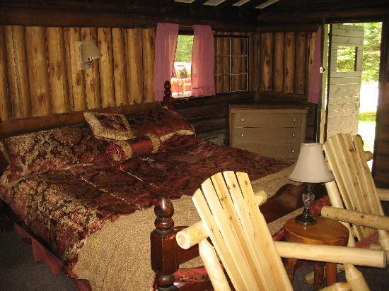 Rustic Log Cabins: The comfortable bed