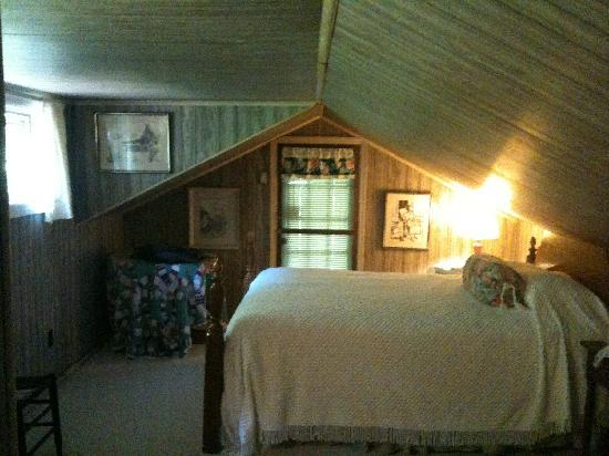 Roan Mountain Bed and Breakfast: Our room