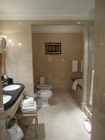 The St. Regis Rome: Bathroom
