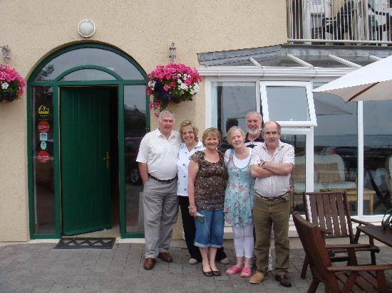 The Beach Guesthouse: Happy Guests & Patrons - Roy & Maggie Perry, Lyn Perry, Breda, Bill Perry & John