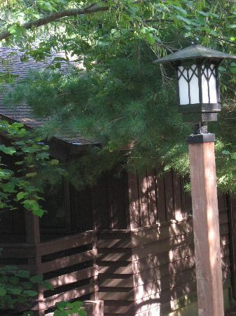 Giant City State Park Lodge & Restaurant: prairie cabin with pretty lighting along paths