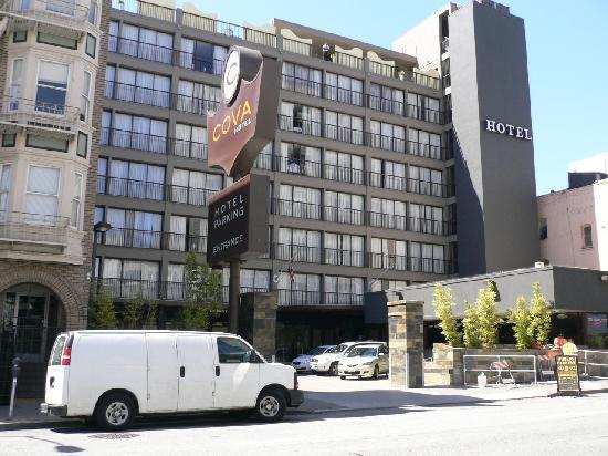 Cova Hotel: 外観