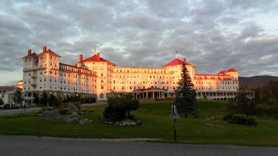 Omni Mount Washington Resort: my photo of the hotel at dusk