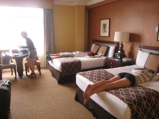 The Georgian Hotel: nice beds