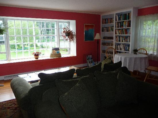 Woods Hole Passage Bed & Breakfast Inn: Common area of Woods Hole Passage.