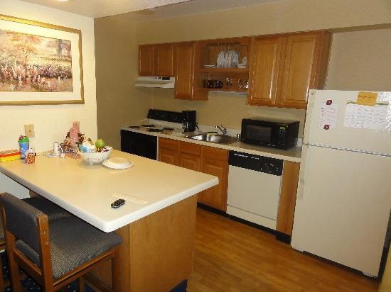 Residence Inn Sunnyvale Silicon Valley II: Kitchen