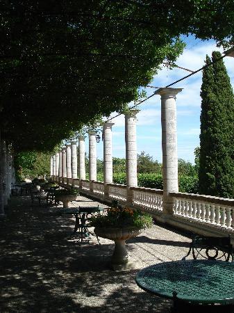 Terrasse A L Italienne Avec Vue Sur Le Jardin A La Francaise Photo