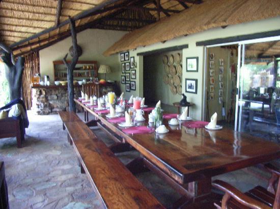 Chapungu Tented Bush Camp: open-air Dinner