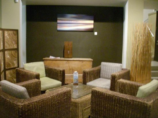 BreakFree Aanuka Beach Resort: bar area
