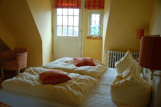 Romantik Hotel Der Adelshof: Doppelbett in Annas Stube