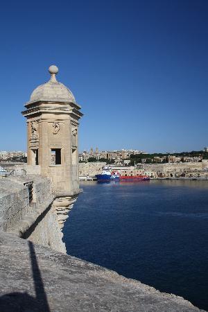 Qawra, Malta: 3 cities