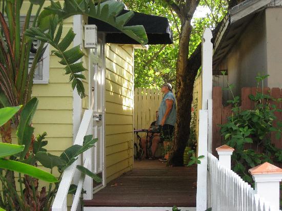 The Duval Inn: Our room balcony area