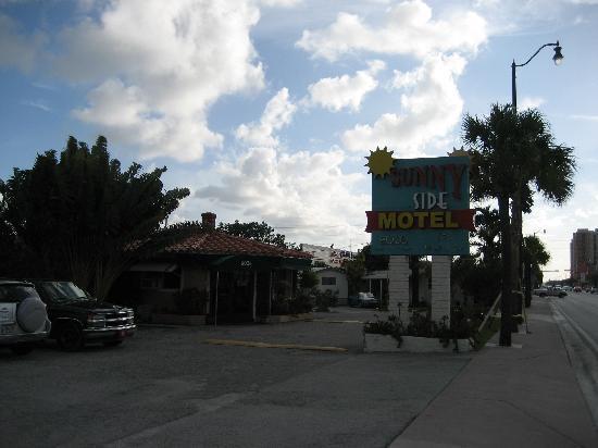 Sunnyside Motel: Motel von Außen