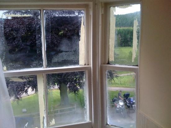 Colquhonnie Hotel: Room Windows
