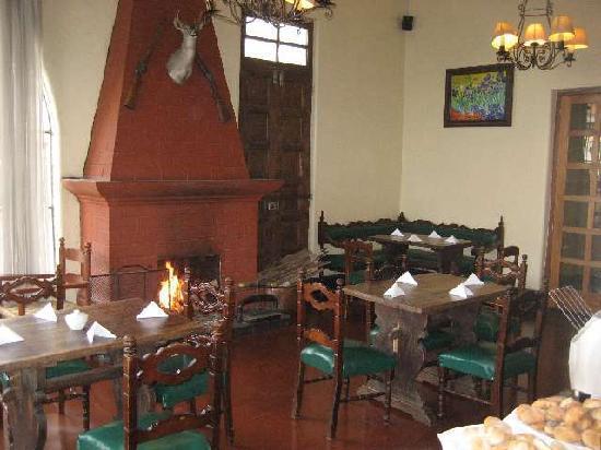 Huancayo, Peru: Frühstücksraum mit Kaminfeuer