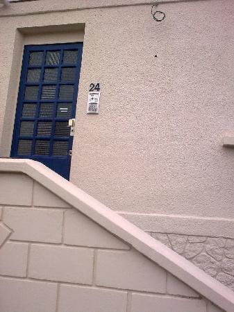 Hotel de la Residence : Main entrance to Hotel door locked