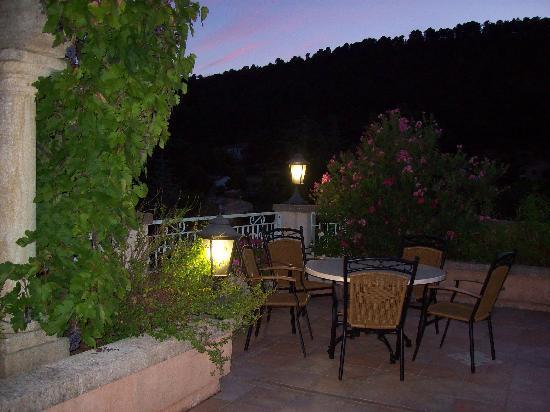 Hotel Restaurant La Porte des Cevennes : La terrasse du restaurant