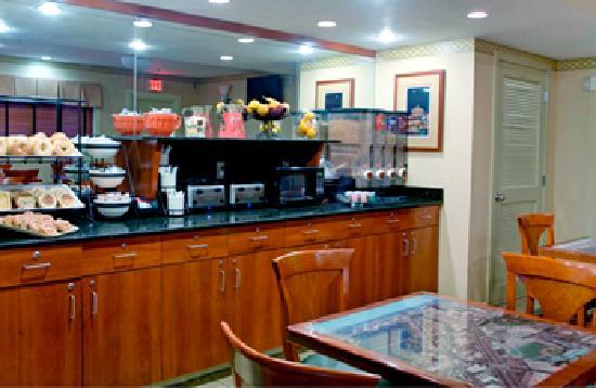 BEST WESTERN University Hotel Boston-Brighton: Continental breakfast served daily