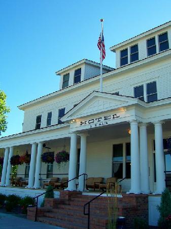 Sacajawea Hotel : Front Entrance and Veranda